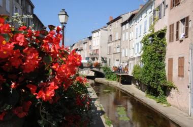 La rivière Vizézy, une richesse séculaire pour la ville de Montbrison ! Crédit : Ville de Montbrison