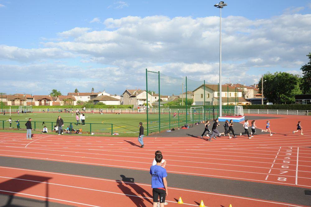 Stade omnisports la madeleine ville de montbrison for Piscine la madeleine