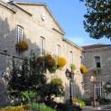 Depuis la Révolution de 1789, l'Hôtel de Ville de Montbrison est situé dans l'ancien couvent des frères cordeliers. Crédit Ville de Montbrison