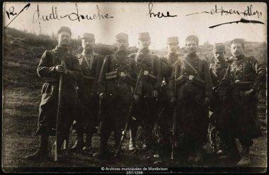 Photo carte postale de poilus (Archives municipales de la Ville de Montbrison/Fonds Jean Fayard).