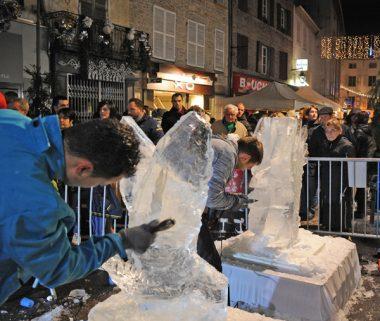 des sculpteurs sur glace ont fait l'animation