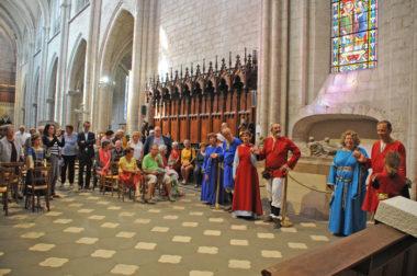 Troupe costumée les amis de la Collégiale et les Giguedouilles de Mons Briso à la Collégiale Notre Dame