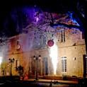 L'embrasement de l'Hôtel de Ville lors des fêtes du 8 décembre. Crédit Ville de Montbrison