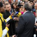 Conférence de presse improvisée avec les médias.