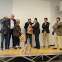 Une fourme et une bouteille de côtes du Forez en cadeau, en présence du président de Loire Forez Agglo et du sous-préfet.