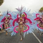 Danseuse costumées plumes