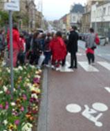 enfants traversant une rue