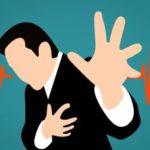 dessin d'une silhouette de personne se tenant le coeur