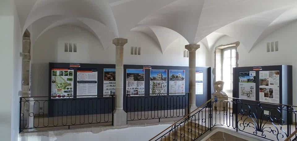 hall de la mairie de montbrison avec photos projets moingt