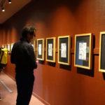 salle d'expo du musée d'allard avec des planches de BD affichées au mur